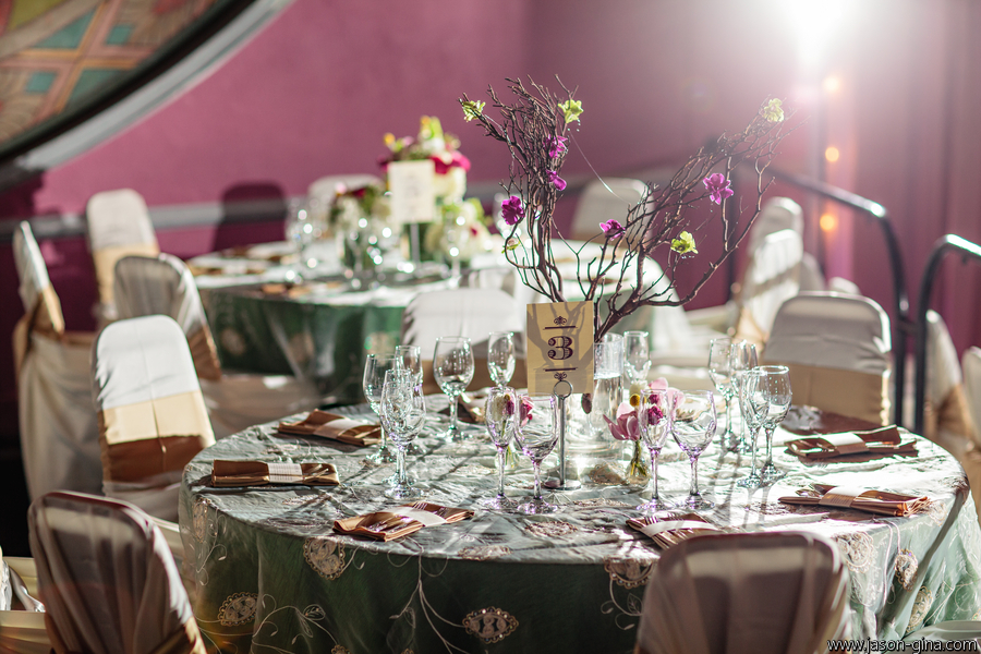 tablescape with willows, linens, & lighting_jasongina