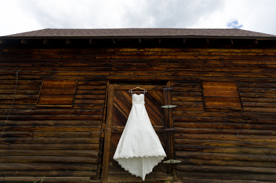 Dress on barn