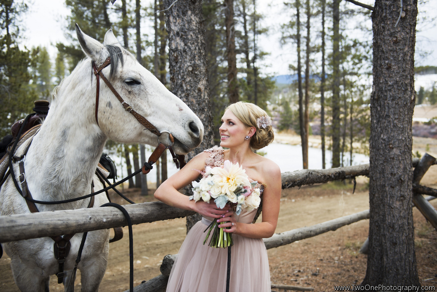 Glamour & Romance, Early Winter Mountain Wedding at Devil ...