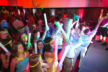glow stick dancing at bar mitzvah, Jared Wilson Photography